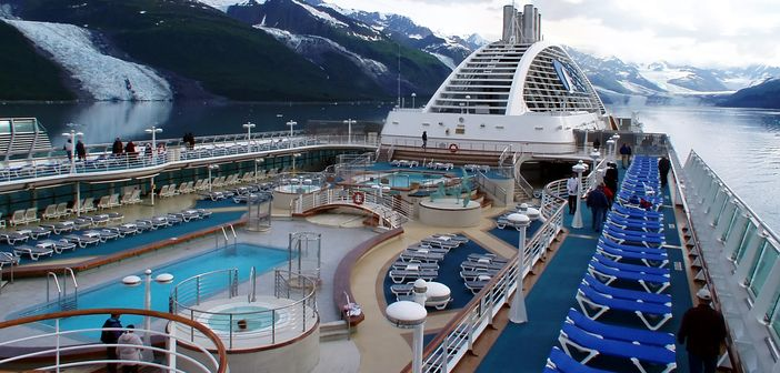 Pool deck of Sapphire Princess