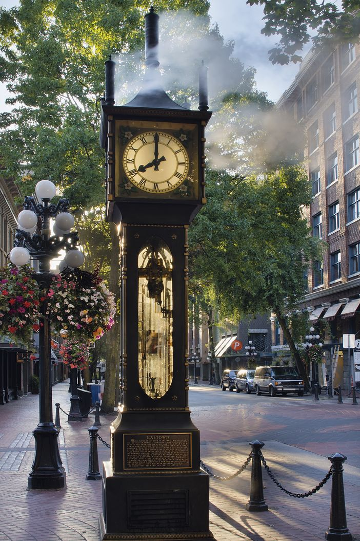 Steam clock shows 8 AM in Vancouver