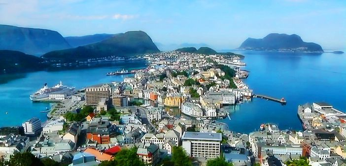 Cruising in Norway: Lighthouse at Alesund
