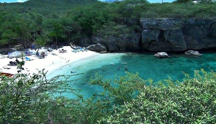 Playa Lagun bay and beach