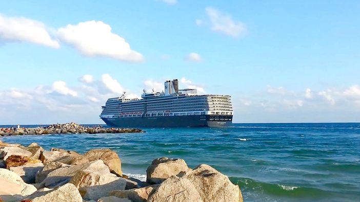 Holland America's Nieuw Amsterdam sailing Fort Lauderdale
