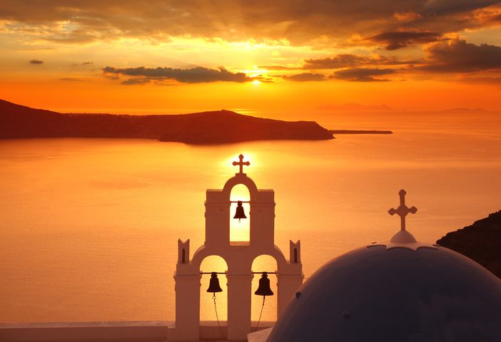 Best things to do in Santorini: Visit Oia at Sunset